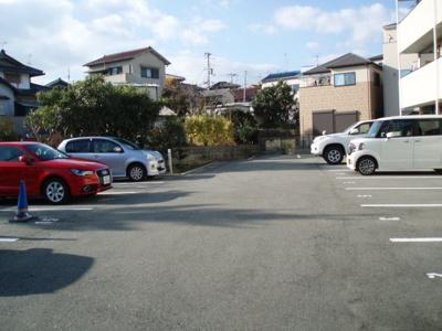 【駐車場】アンプルールフェールネサンス