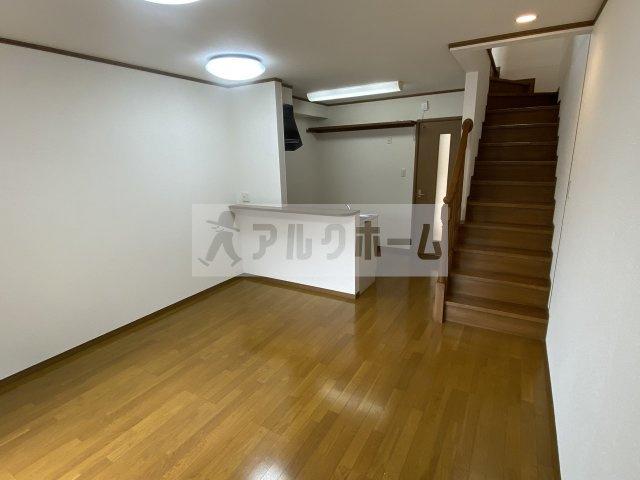 落ち着いたデザインは、家具を選ばず自分好みのコーデ