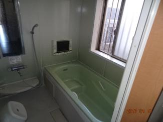 【浴室】さいたま市緑区宮本2丁目 高台南道路に面するカースペース2台の中古住宅