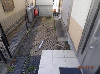 【庭】さいたま市緑区宮本2丁目 高台南道路に面するカースペース2台の中古住宅