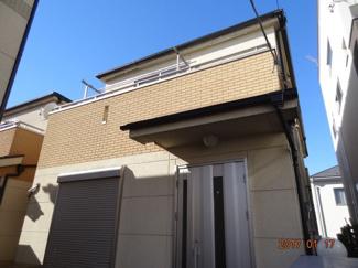 【外観】さいたま市緑区宮本2丁目 高台南道路に面するカースペース2台の中古住宅