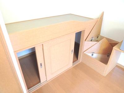 造り付けベットは就寝スペースとしてもご利用いただけます