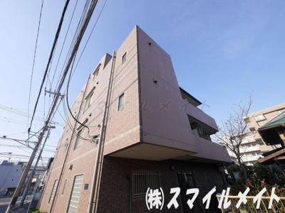 鉄筋コンクリート造・地下1階・地上4階建てのマンションです。