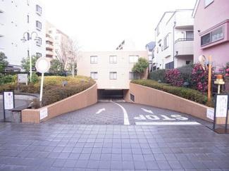 世田谷区成城9丁目 リノベーションマンション  アピカ成城-V 駐車場
