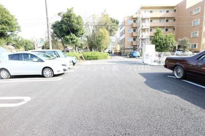 【駐車場】ロザージュ