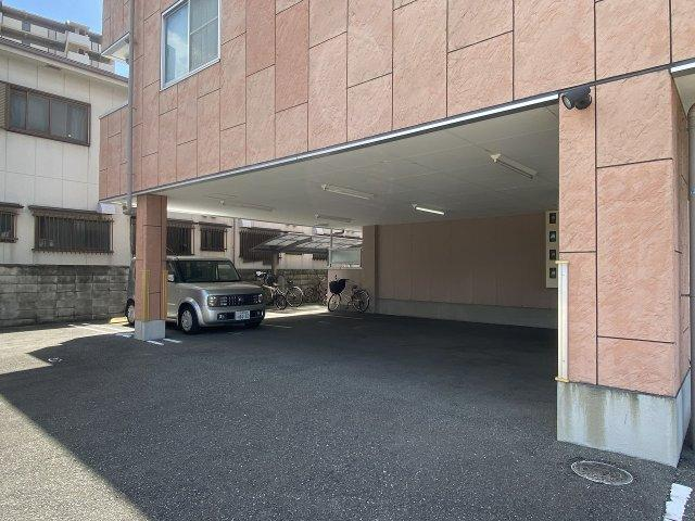ブリューゲル(八尾市植松町) 駐車場