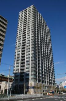 ご家族の安心はもちろん、大切な財産も守る「免震構造」を採用したタワーマンション。