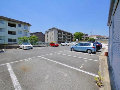 【駐車場】タラ生駒貸倉庫