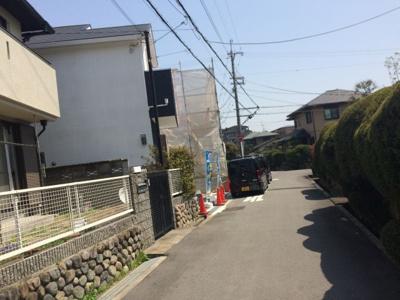 【前面道路含む現地写真】玉瀬町新築一戸建て