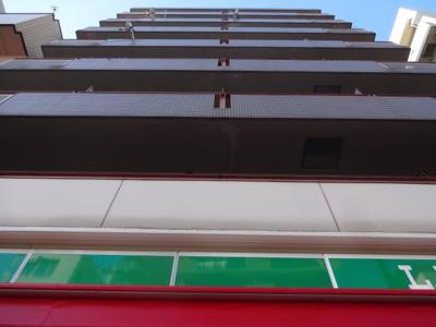 グランシャリオ根岸 鶯谷駅から徒歩3分!1階がローソン100!SRC造の外観タイル張りマンション!オートロック付!尾竹橋通り沿い!