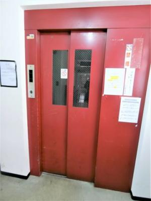 エレベーターは1基あります。
