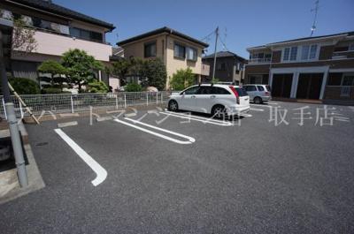 【駐車場】ニューファースト・ガーデン