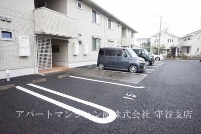 【駐車場】グランメゾン松ヶ丘B