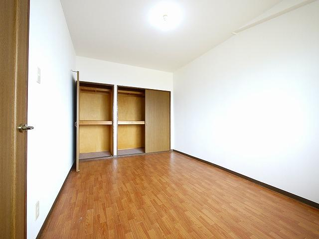 【洋室】グラン・シャリオ二階堂
