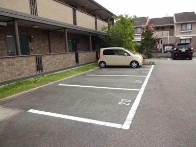 【駐車場】クレセントコートB棟