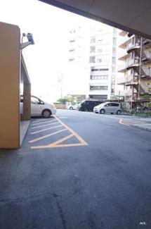 駐車場:現況空きあります★ (駐車料金:15000円~18000円/月)
