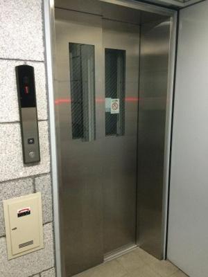 スカイコート恵比寿のエレベーターです。