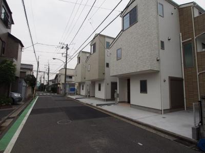 【前面道路含む現地写真】西区東久保町全3棟 新築戸建て