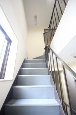 共用部分もとってもきれいですよ 室内階段なので雨の心配もないです