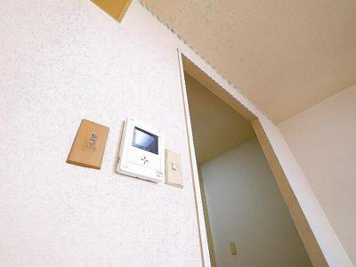 モニター付きインターホンがあり防犯面も安心です