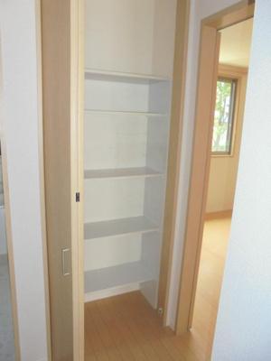 キッチン横収納棚
