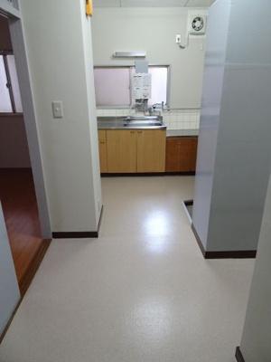 遠藤ビル 洗濯機置き場側から見た室内