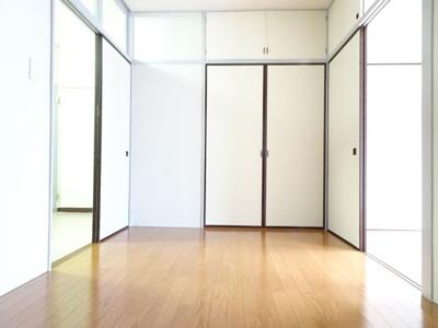 遠藤ビル 洋室6帖(窓側から)