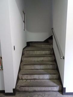 遠藤ビル 階段