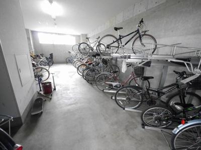 屋内駐輪場です。