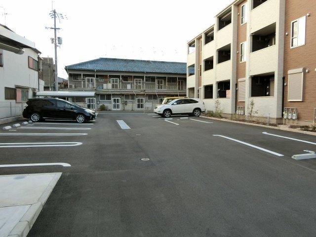 ヴィラ・サブリナ 駐車場