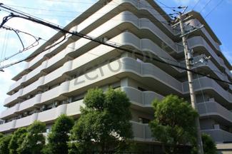 綺麗にリフォームされた上野芝駅徒歩9分の閑静な住宅地にあるマンションです
