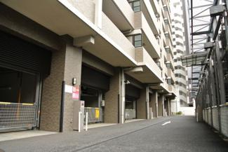 コスモ・ザ・キャナル東京イーストの機械式駐車場。