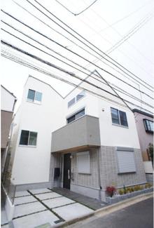 東京都世田谷区桜丘4丁目新築戸建A号棟 白が基調のスタイリッシュな外観です。