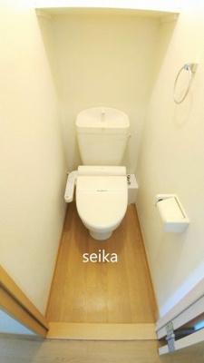 同タイプ室内・バストイレ別。温水洗浄便座付き