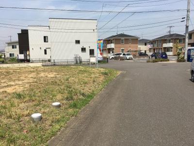 【前面道路含む現地写真】紫峰ヶ丘2丁目8番