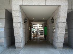 パレスチュディオ渋谷WESTのエントランスです。