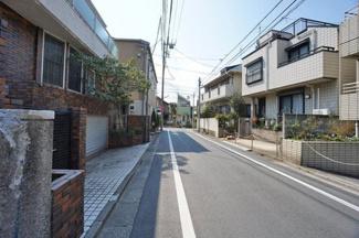 東京都世田谷区羽根木2丁目新築戸建 C号棟 交通量の少ない道路なので、小さなお子様がいても安心して住んで頂けます。