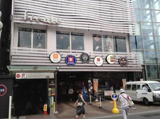 東京都世田谷区羽根木2丁目新築戸建 C号棟 フレンテ明大前まで約500mです。近くにショッピングモールがあるのは嬉しいですね。