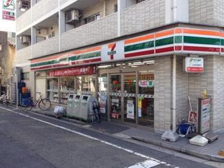 東京都世田谷区羽根木1丁目新築戸建 3号棟 セブンイレブンが近くにあります。コンビニが近くにあるのと便利です。