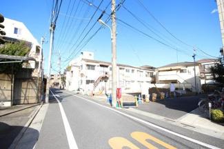 東京都世田谷区羽根木1丁目新築戸建 3号棟 前面道路は幅5mです。