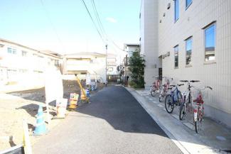 東京都世田谷区羽根木1丁目新築戸建 3号棟 南側の私道です。幅3.4mとなってます。
