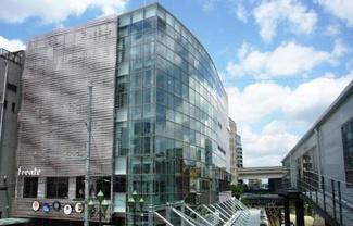 東京都世田谷区羽根木1丁目新築戸建 3号棟 フレンテ明大前です。ショッピングモールが近くにあるのは嬉しいですね。