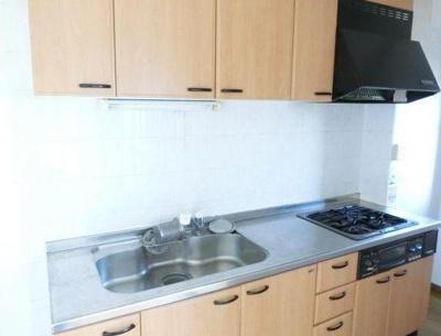 【キッチン】堺市美原区。駐車場も備えた一棟収益アパート