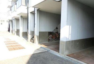 【その他】堺市美原区。駐車場も備えた一棟収益アパート