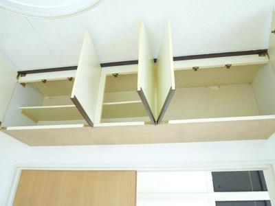 キッチングッズはシンク下・吊り戸棚にたっぷり収納可能!