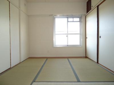 畳の表替えしてくれます。畳の表替えしてくれます。