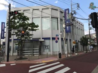 東京都大田区南久が原2丁目新築戸建 B号棟 みずほ銀行が駅から少し歩いたところにあります。全国的な銀行が近くにあるのは助かりますね。