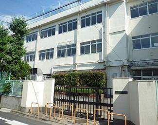 東京都大田区南久が原2丁目新築戸建 B号棟 東調布第三小学校学区域です。徒歩で3分なので、急な送り迎えも負担が少ないですね。