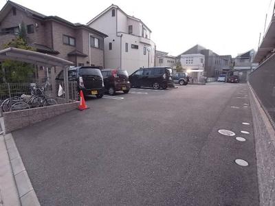 【駐車場】シャーメゾン北王子