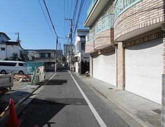 東京都大田区仲六郷3丁目新築戸建 2号棟 前面道路は幅4.18mあるので駐車も楽々です。交通量も少なく、小さなお子様がいても安心してお使いいただけます。